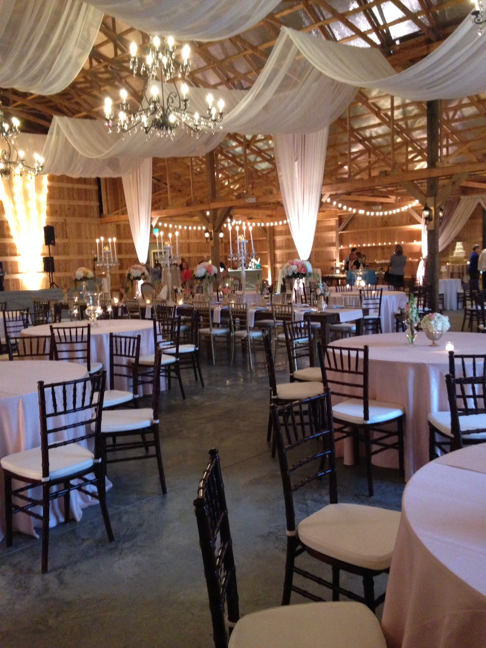SaddleWoodsFarm-Nashville-Barn-Wedding