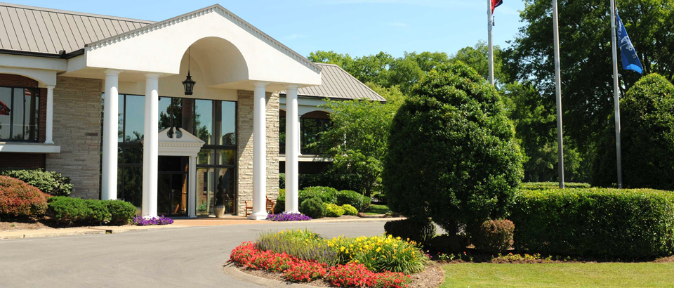 Bluegrass-Yacht-Country-Club-Hendersonville-TN-clubhouse-960x410_rotatingGalleryFront.jpeg