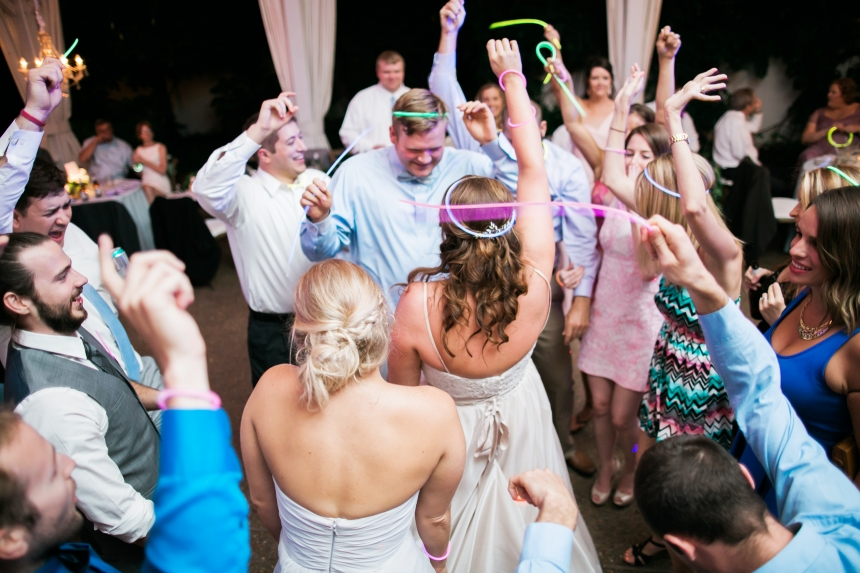 glow-sticks-at-wedding(pp_w860_h573).jpeg