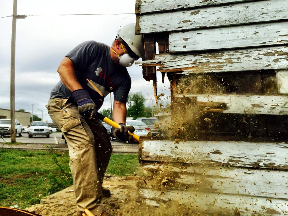 Veterans volunteering during disaster relief operations in Baxter Springs, KS 2014
