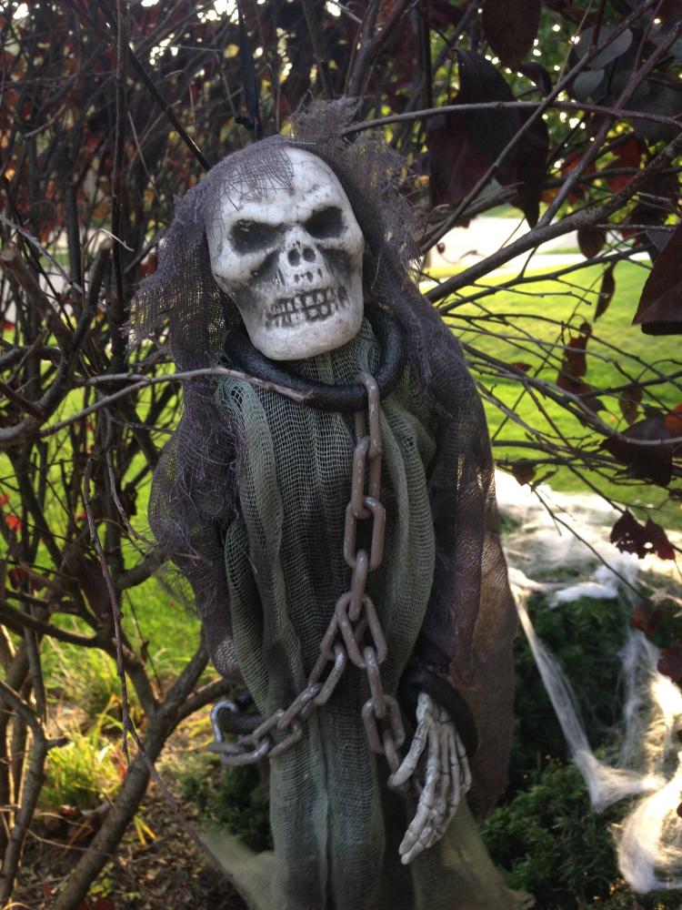 scary-skeleton