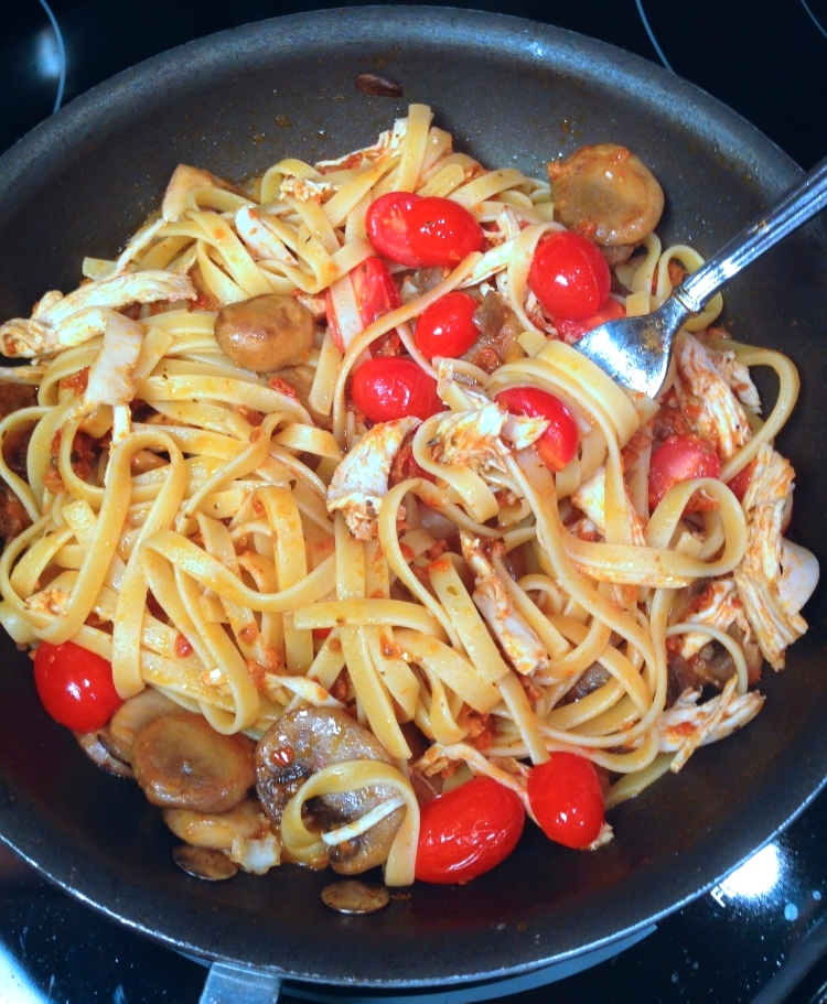 fettuccine-with-chicken-mushrooms-in-a-sun-dried-tomato-pesto-sauce-2.jpg