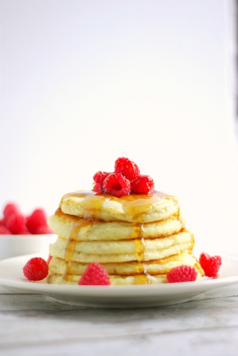 Light & Fluffy Buttermilk Pancakes | Home & Plate | www.homeandplate.com