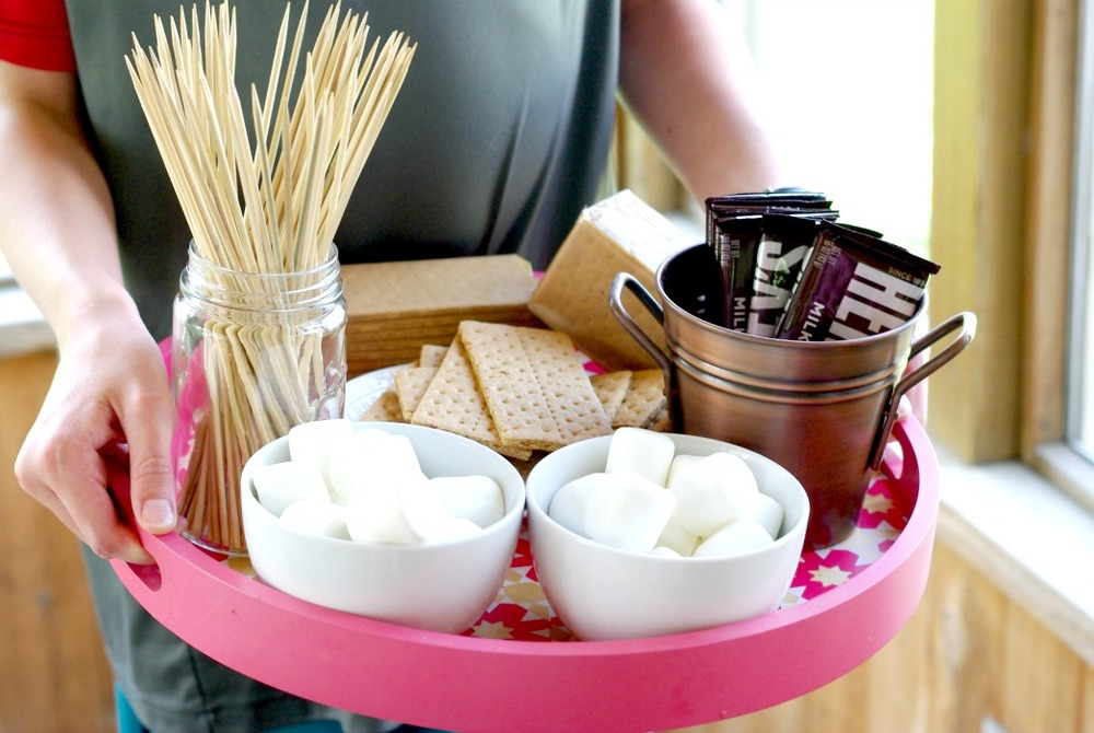 6 Easy Ways To Decorate With Trays | Home & Plate | www.homeandplate.com | Create a S'mores Tray to feed a crowd.