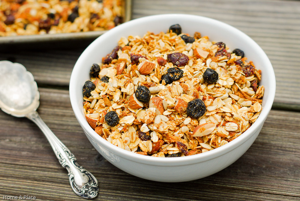 Homemade Maple Almond Granola | Home & Plate | www.homeandplate.com | What's better than starting your morning off right with a healthy breakfast that's packed with healthy nuts, oats and dried fruits.