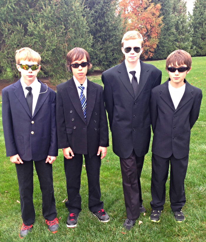 Halloween Costume Idea - Secret Service Agent | www.homeandplate.com