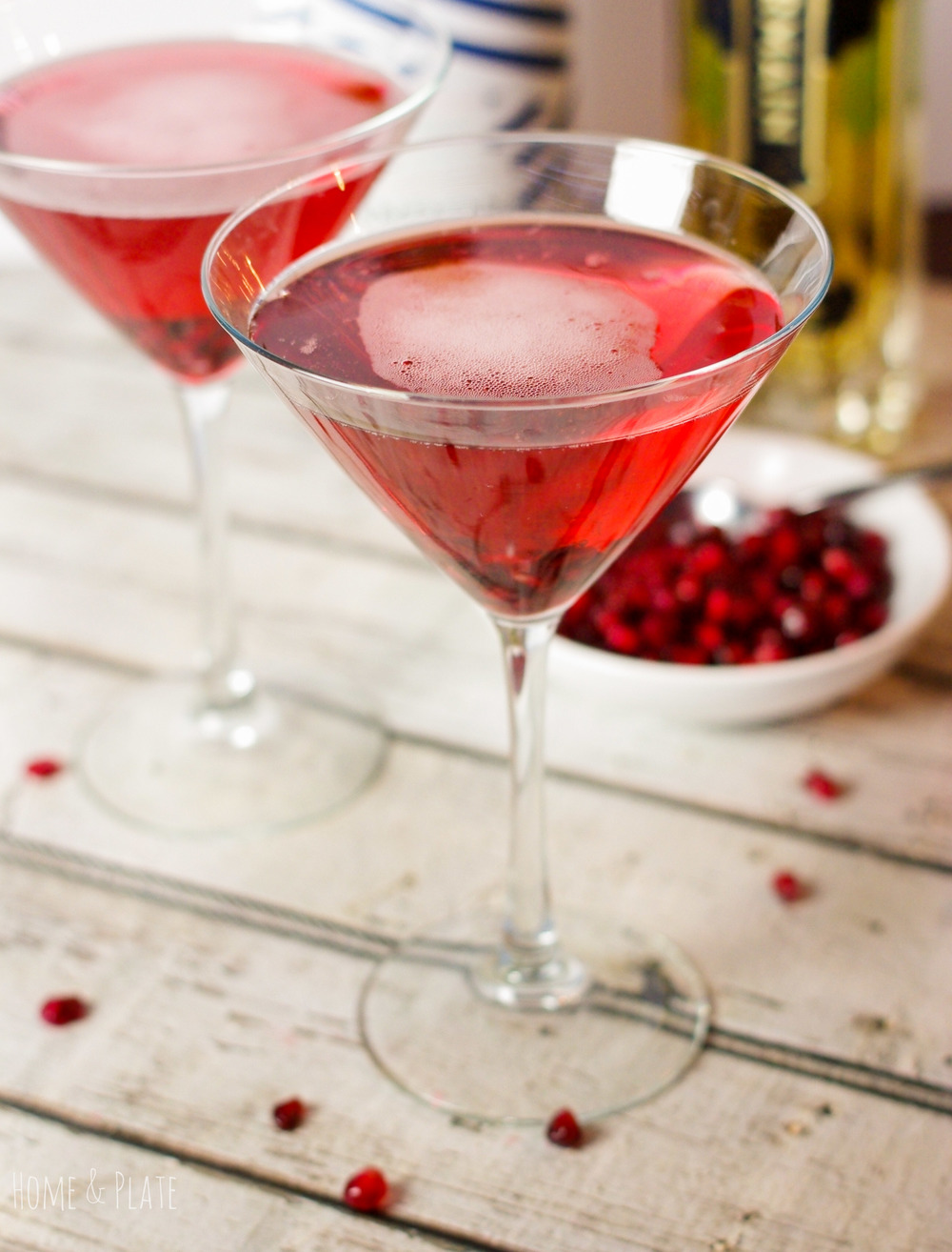 Sparkling Elderflower Pomegranate Spritzers | www.homeandplate.com | This cocktail is sweet and tart and is the perfect option for any festive gathering including Christmas Day and your New Year's eve party.