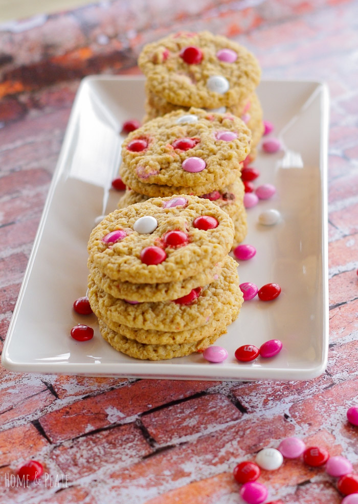 Valentine M&M Oatmeal Cookies | www.homeandplate.com | Surprise your sweetie this Valentine's Day with something to satisfy their sweet tooth.