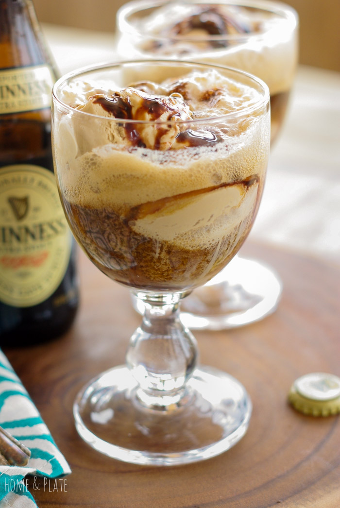 Irish Stout Ice Cream Float | www.homeandplate.com | Gourmet coffee ice cream, a drizzle of chocolate syrup and bubbly stout beer that is dark and creamy. Can you just taste it?