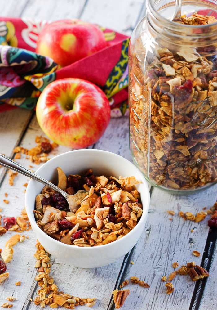 Nutty Spiced Apple Granola | www.homeandplate.com | My Nutty Spiced Apple Granola the perfect healthy breakfast. It's gluten-free, completely vegan and delicious.