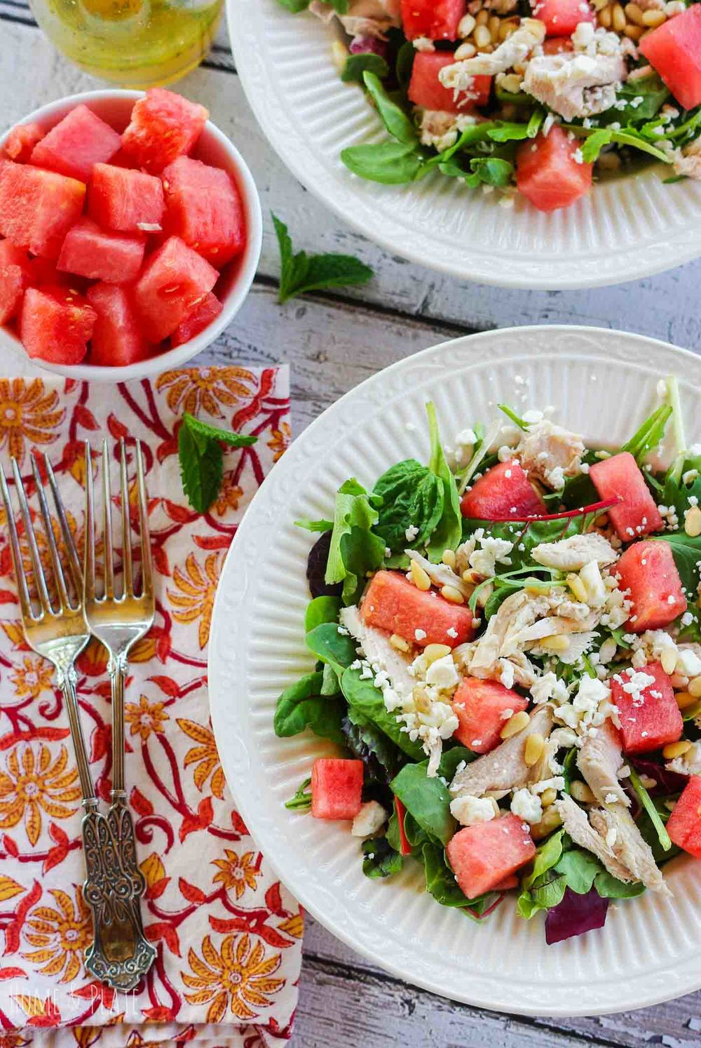 Watermelon Chicken Salad with Pine Nuts and Feta | www.homeandplate.com | Salty and sweet, this watermelon chicken salad it's a perfect way to enjoy a light lunch that's packed with protein and vitamin C.