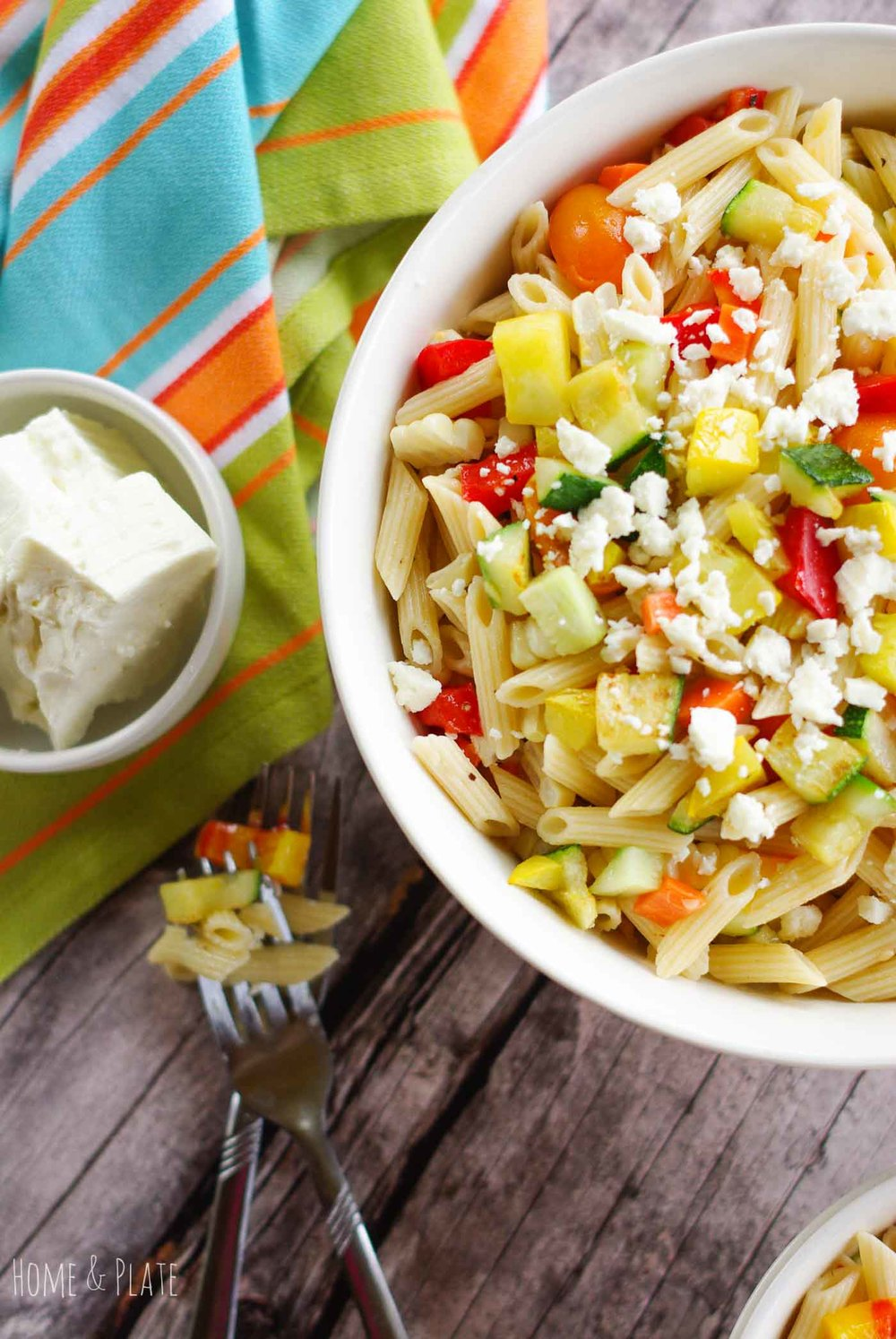 Summer Veggie Pasta Salad | www.homeandplate.com | Enjoy a rainbow of vegetables in this easy-to-make summer pasta salad.