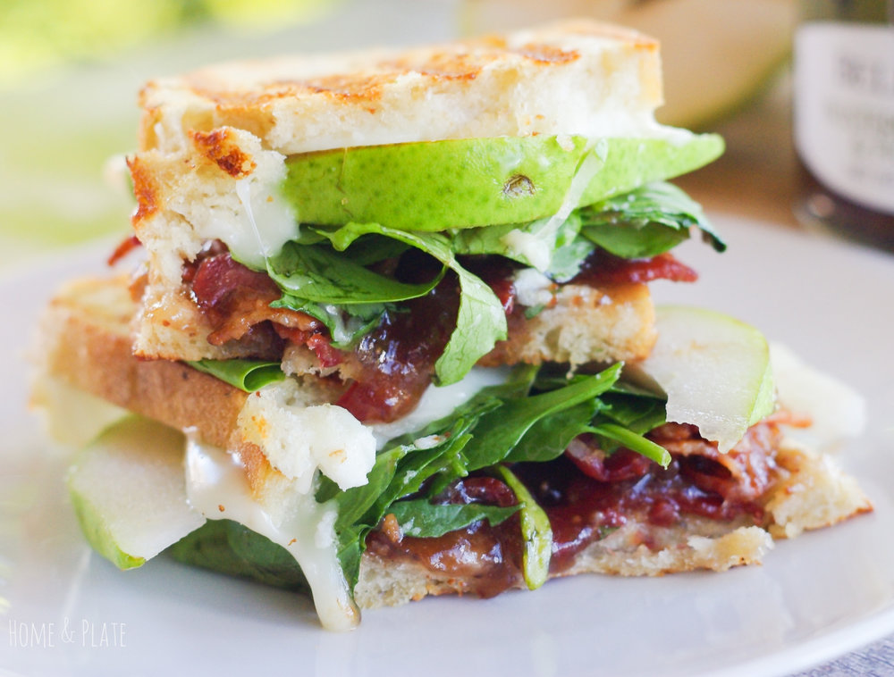 Pear, Bacon & Brie Panini | www.homeandplate.com | Imagine the taste of juicy pears, salty bacon and creamy brie sandwiched between two grilled pieces of rosemary harvest bread that have been slathered with a blistered jalapeno & fig spread. #ad #bellisaris