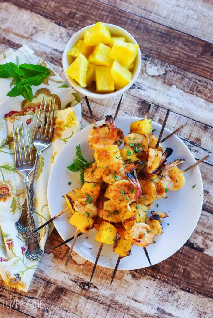 Mint & Honey Hawaiian Shrimp Skewers| www.homeandplate.com | Bring the flavors of the Hawaiian islands to your table with these tasty grilled shrimp and pineapple skewers.
