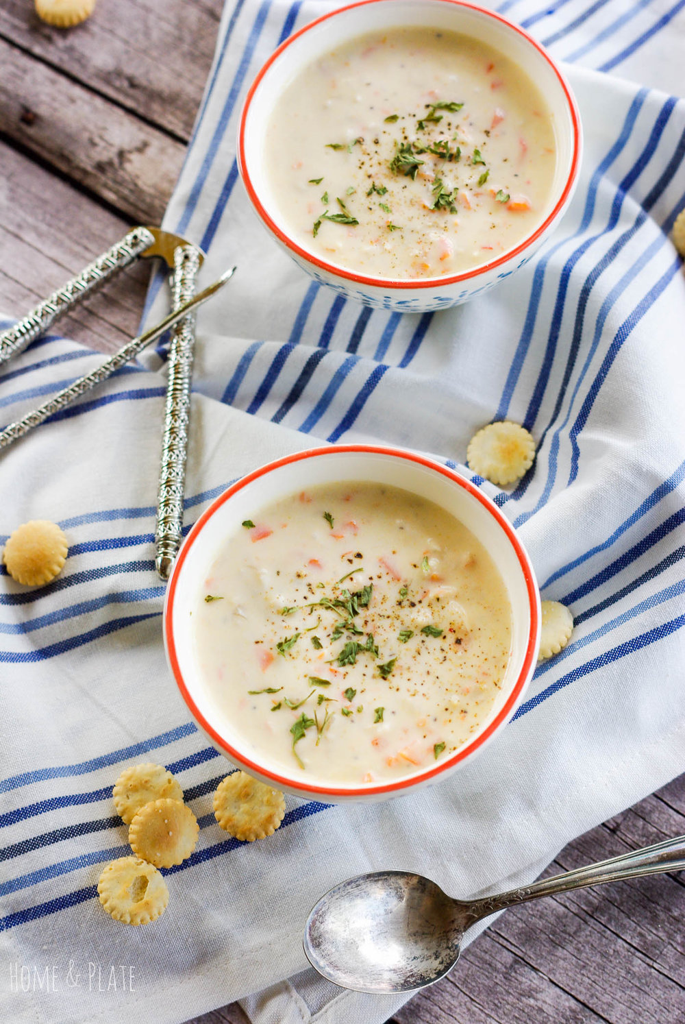 Creamy Crab Bisque | www.homeandplate.com | Rich and creamy crab bisque made with chunks of freshly cracked Alaskan King crab meat can be on your table in 30 minutes.