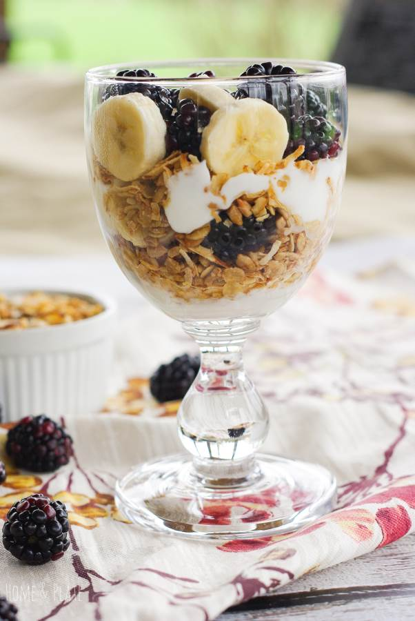 Blackberry Breakfast Parfait | www.homeandplate.com | These easy Blackberry Breakfast Parfaits are full of crunchy granola, Greek yogurt and blackberries and bananas. It's a delicious away to start the day.