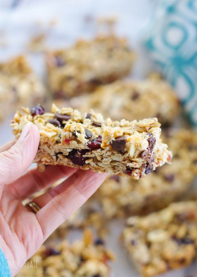 Chewy Fruit & Nut Granola Bars | www.homeandplate.com | Chewy Fruit & Nut Granola Bars are out of the oven in 30 minutes and make a perfect after school snack.