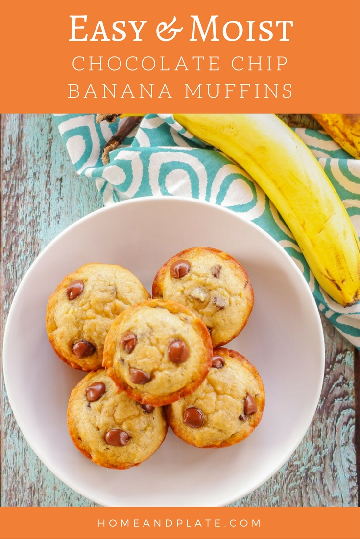 Easy Moist Banana Chocolate Chip Muffins | www.homeandplate.com | Super moist and soft, these easy banana chocolate chip muffins are delicious for breakfast or a snack.