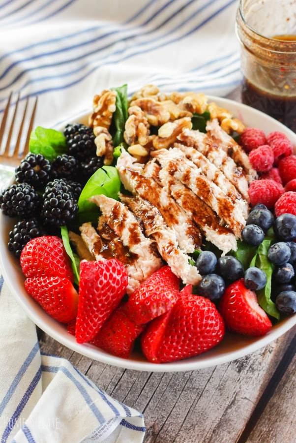 #Ad| Beer Can Turkey Summer Berry Salad | www.homeandplate.com | Fresh sweet summer berries, crunchy walnuts and succulent grilled turkey is served with a drizzle of blackberry balsamic vinaigrette. #TurkeyLovers