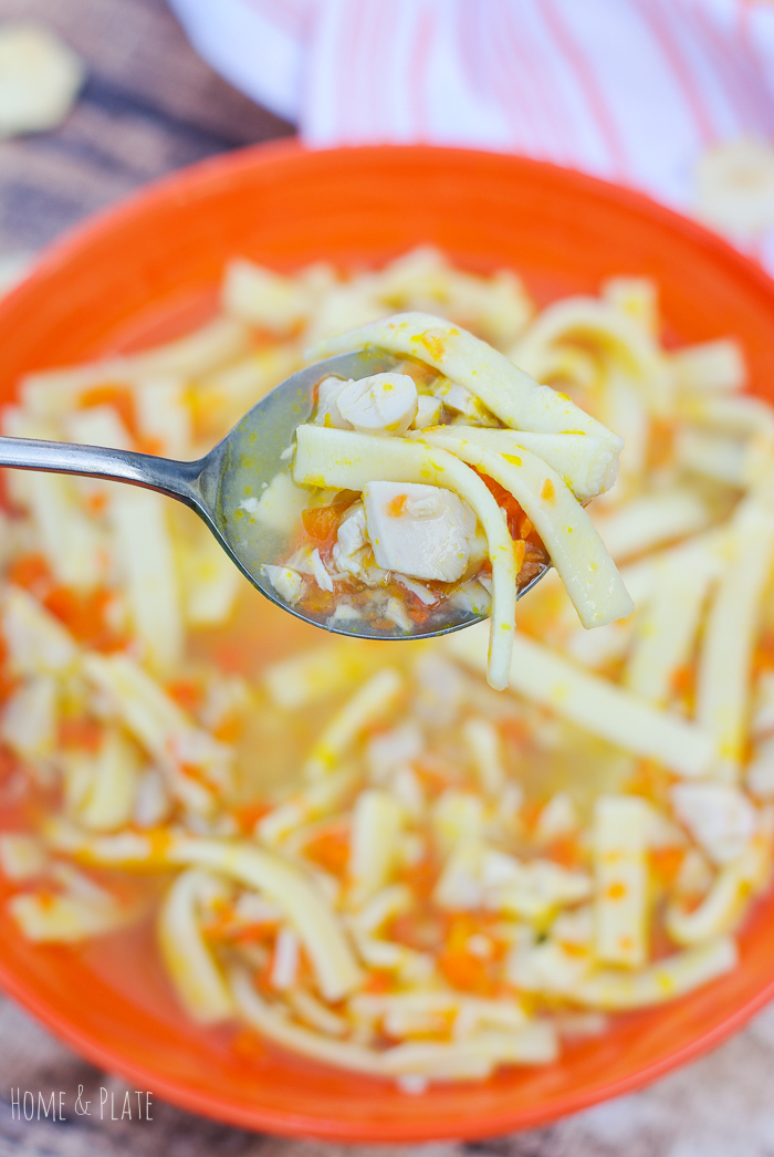 Homemade Chicken Noodle Soup | www.homeandplate.com | Whip up this easy homemade chicken noodle soup in under 30 minutes using rotisserie chicken.