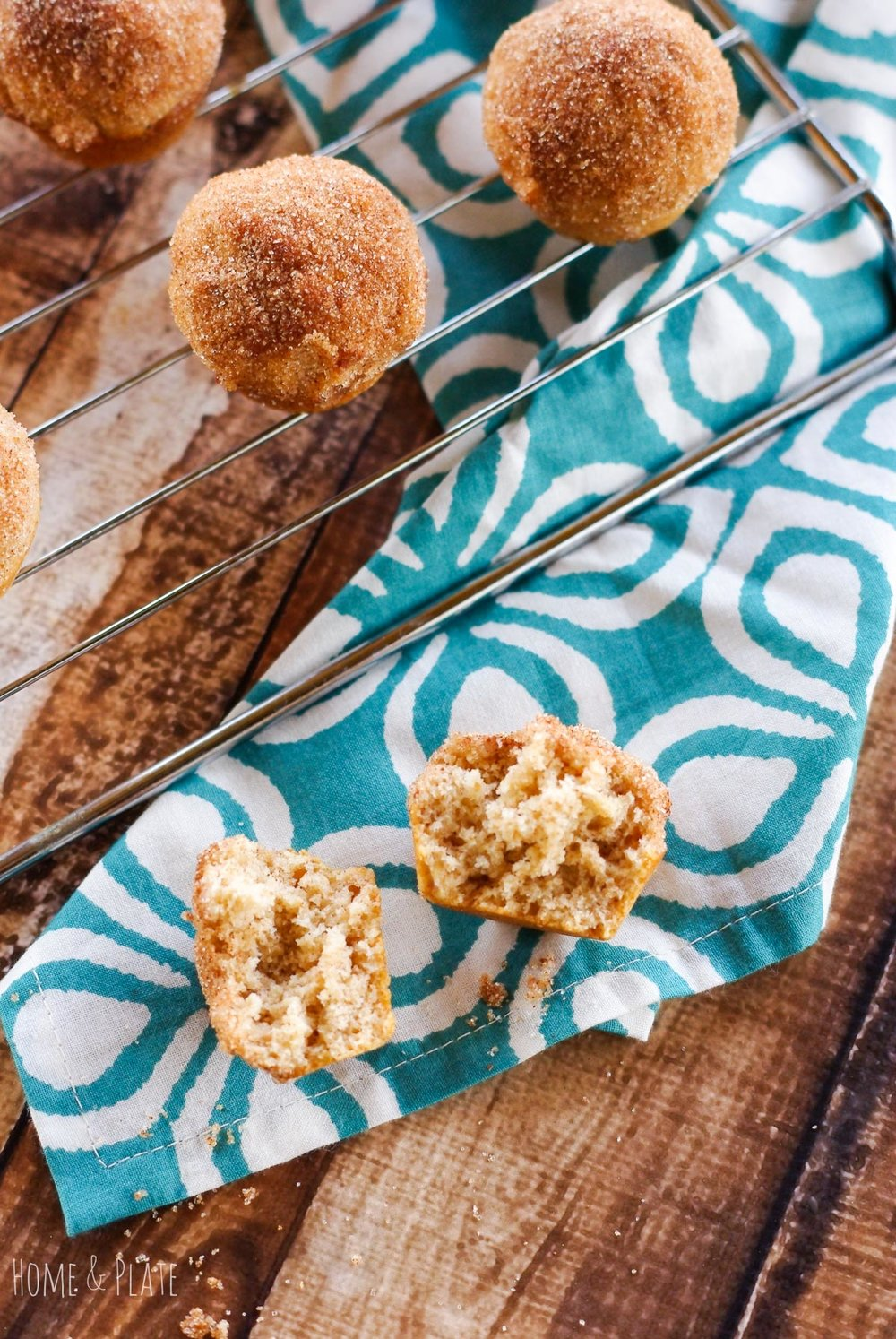 Cinnamon Sugar Buttermilk Muffins | www.homeandplate.com | Buttermilk is the secret to these moist and delicious Cinnamon Sugar Muffins. Serve them for breakfast or snack any time of the day.