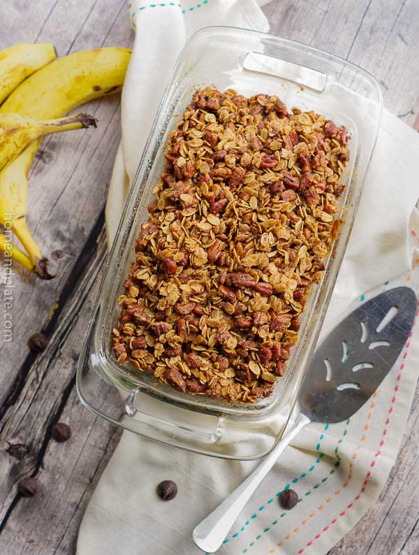 Moist Chocolate Chip Banana Bread with a Pecan Cinnamon Topping | www.homeandplate.com | Don't throw out those ripened bananas. They are the secret ingredient to this moist chocolate chip banana bread with a pecan cinnamon topping. #bananabread #chocolatechipbananabread