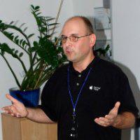 Boris Herman MSc je mednarodno priznani predavatelj in svetovalec na področju Apple tehnologij, razvoja mobilnih aplikacij ter varnosti računalniških sistemov in omrežij. Samostojno ter pod okriljem Apple deluje že vrsto let širom Evrope, Azije in ZDA ter omogoča startupom in uveljavljenim organizacijam doseči izobraževalne, razvojne, varnostne in poslovno strateške cilje. Z magna cum laude je diplomiral v Masters programu na University of Liverpool na področju računalniške varnosti s poudarkom na razvoju varnih mobilnih aplikacij, je nosilec številnih varnostnih certifikacij ter je aktivni član v več panožnih organizacijah. Apple Health API - pomen za razvoj aplikacij in poslovnih modelov Z uvajanjem standandiziranih APIjev za hrambo in obdelavo osebnih fitness in medicinskih podatkov se razvoj mobilnih aplikacij in storitev za izmenjavo informacij bistveno spremeni. V predstavitvi se dotaknemo več obstoječih API modelov in pogledamo Apple HealthKit malce podrobneje ter ob tem še postavimo temelje tranzicijskih strategij iz namiznega v mobilno medicinsko usmeritev. Predstavljeni bodo vzorci dobre prakse v razvoju, integraciji s senzorji in drugimi zunanjimi dejavniki kot tudi nasveti za vzpostavitev vzdržljivih poslovnih modelov in kazalcev uspeha.