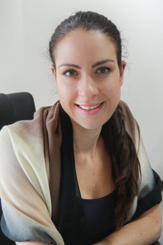 Eva Kovač, Mikropis - Eva Kovač, univ. dipl. psih., je performance psihologinja, ki deluje na področju razvoja talentov, organizacijski psihologiji in na področju psihologije športa. Trenutno služi kot podpredsednica 24alife in vodi strokovnjake vseh izpostav 24alife po svetu. Odgovorna je za vpeljevanje programov promocije zdravja pri delu v podjetja, izvaja promocije zdravja in tesno sodeluje tako z vodstvom podjetja, kadrovsko službo in ne nazadnje tudi z zaposlenimi. Eva Kovač ima zaključeno izobrazbo iz vedenjsko kognitivne psihoterapije pri Društvu za kognitivno vedenjsko psihoterapijo Slovenije, hipnoterapijo pri Društvu za medicinsko hipnozo Slovenije ter je doktorska kandidatka na oddelku za psihologijo, Univerze Ljubljani. Eva ima bogate izkušnje z delom v podjetjih, pri uvajanju in načrtovanju programov promocije zdravja pri delu, kot so Tata Group, Mayo Clinic, Sanpower, NIS Gazprom, Dubai Silicon Oasis in mnoge druge. Sodeluje tudi z različnimi slovenskimi in evropskimi športniki v procesu psihične priprave na tekmovanja. Bila je tudi zaposlena na Fakulteti za šport, kjer je sodelovala na projektu Biopsihosocialni faktorji rehabilitacije športnika po poškodbi. Je tudi recenzentka znanstvene revije Journal of Human Kinetics in predavateljica za psihologijo športa pri Olimpijskem komiteju Slovenije.Eva Kovac is a performance psychologist working in the field of talent management, organizational psychology and sport psychology. She serves as a vice president of 24alife and leads global expert teams in 24alife global offices. She is responsible for implementations different well-being programs into organizations and is closely working with management, human resources department and employees. Eva Kovač is also educated as a cognitive behavioral psychotherapist, hypnotherapists and is a PhD candidate at Department of Psychology at Faculty of Arts, University of Ljubljana. Eva has rich experiences working with organizations on workplace health promotion inclu