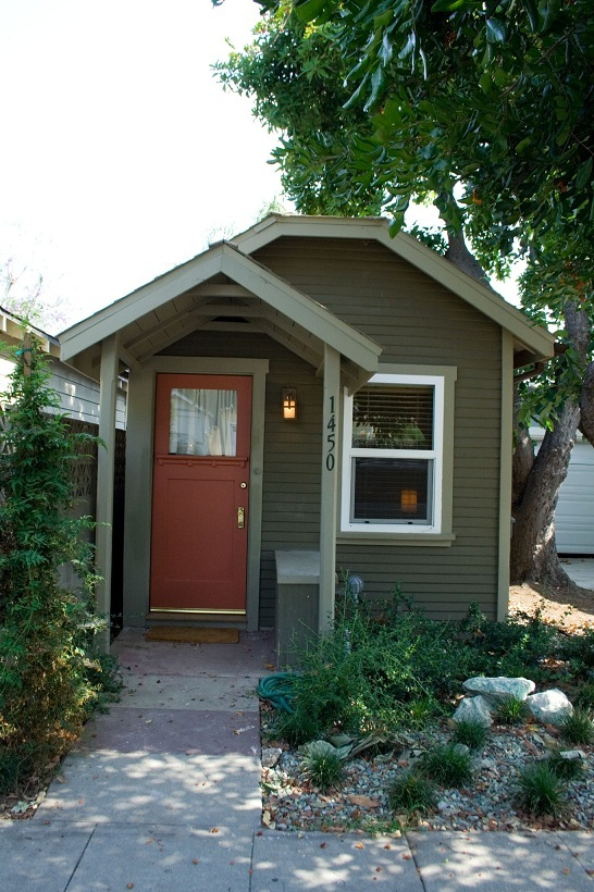 Pasadena, California 2011 - Smallest house in the city  