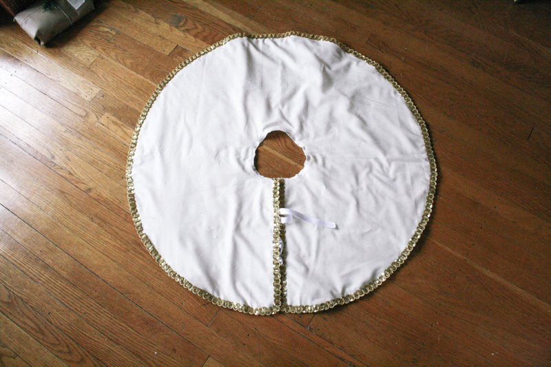 christmas tree skirt diy by everglow handmade