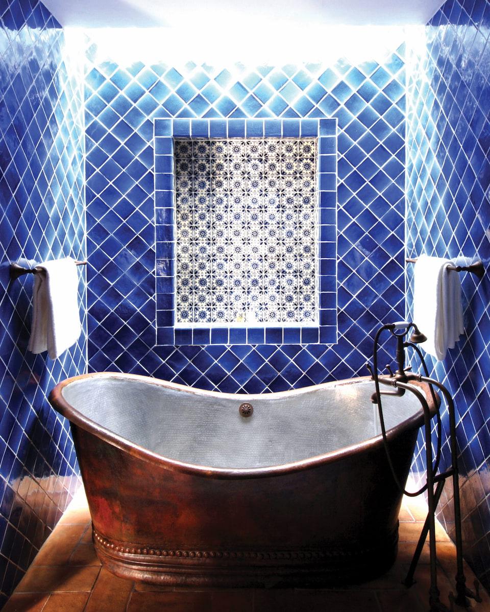 csn-acc-suite-one-bedroom-deluxe-bathroom01_960x1198.jpg