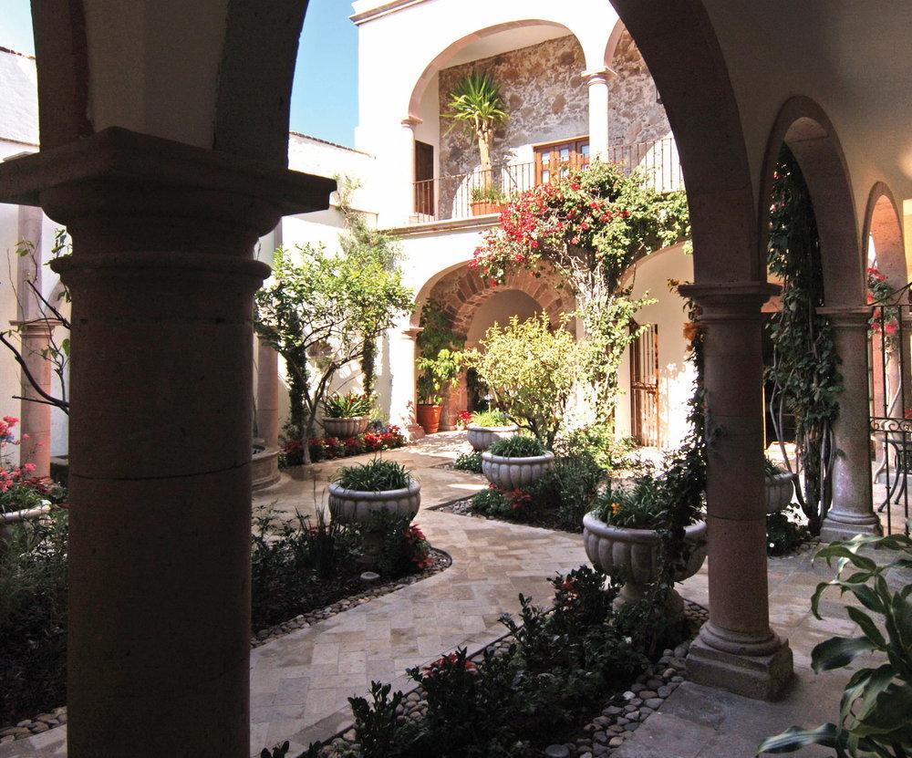 csn-gst-casa-limon-courtyard03_1600x1329.jpg