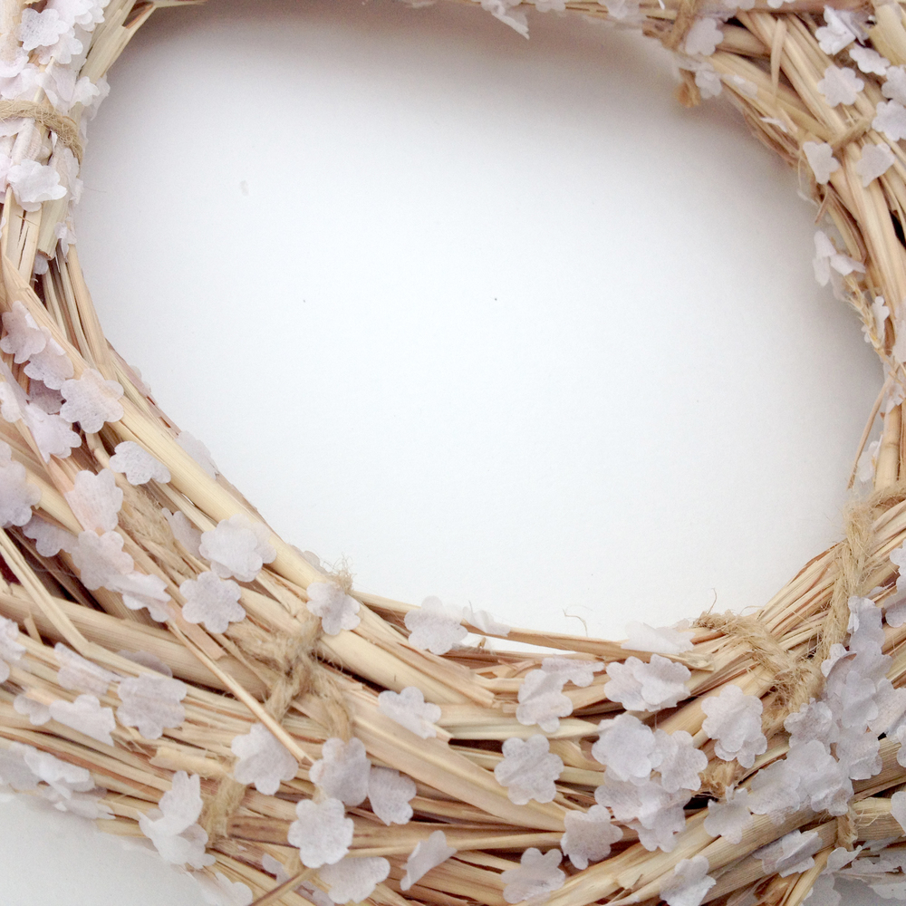 Use twine to hold groups of straw, twigs, branches, or other botanicals together.