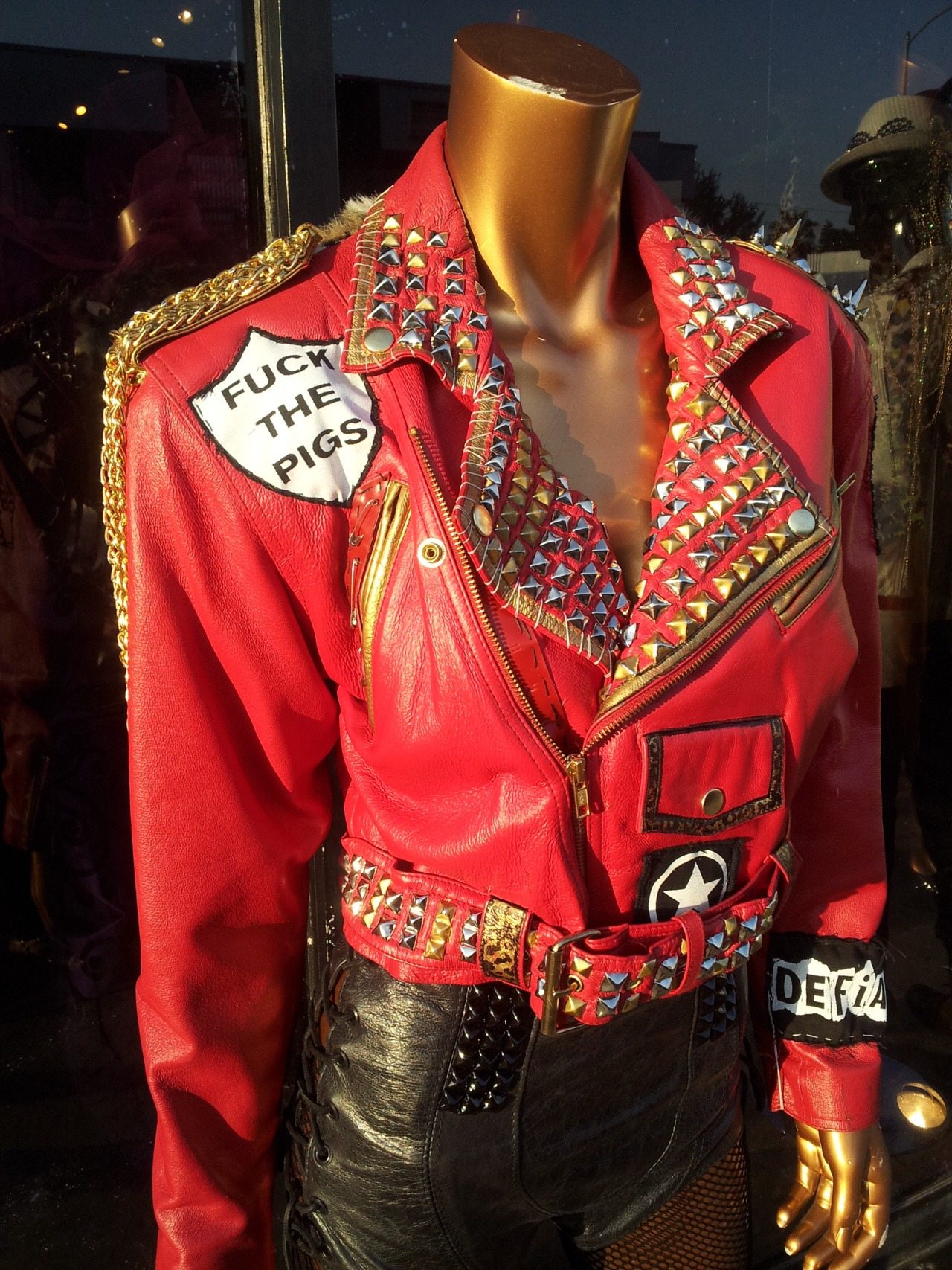 I would marry this manikin, this jacket is ill ass shit and I'm all about fishnets. I was walking down Melrose in L.A. and stopped in my tracks when I saw this.            #GOOD IDEA