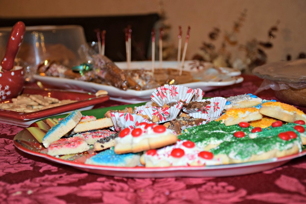 Everybody loves a good cookie plate.