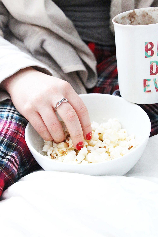 Netflix-Binge-watch-popcorn.jpg