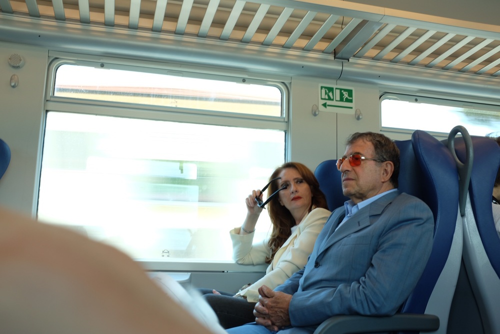 Tony Bennett sighting on the train to Pisa