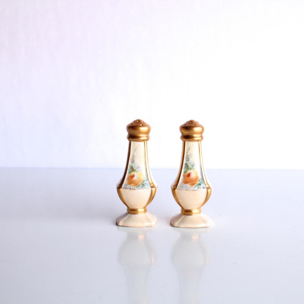 Ceramic Salt + Pepper Shakers