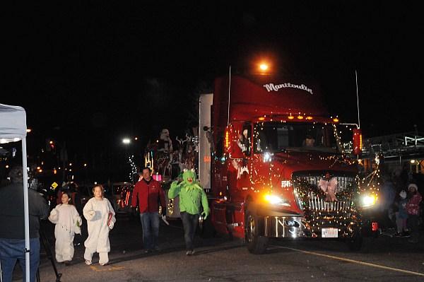 santa parade 2013_400.jpg
