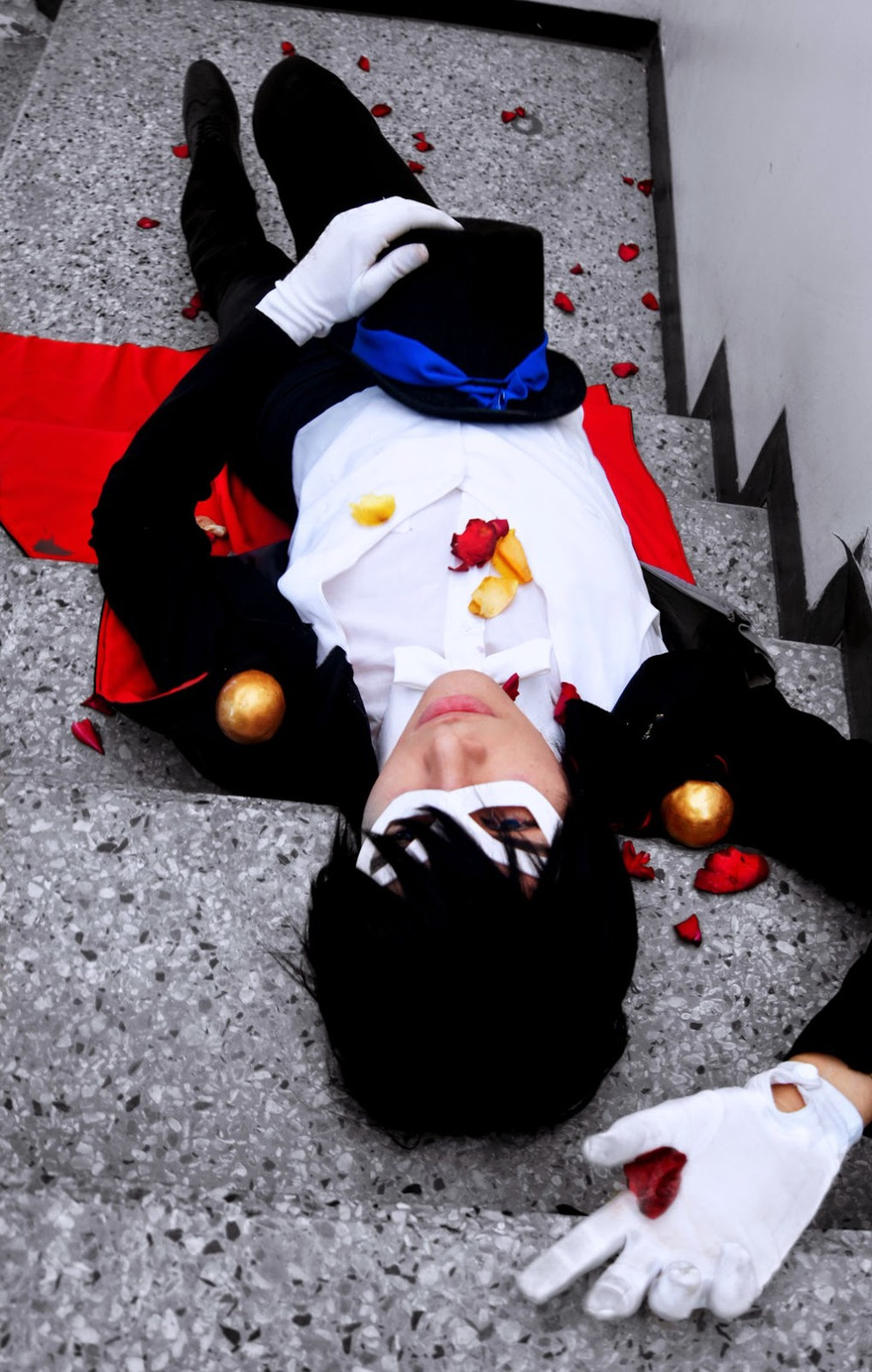 tuxedo_mask_cosplay_i_by_jhonkunagm-d5yxgr2.jpg