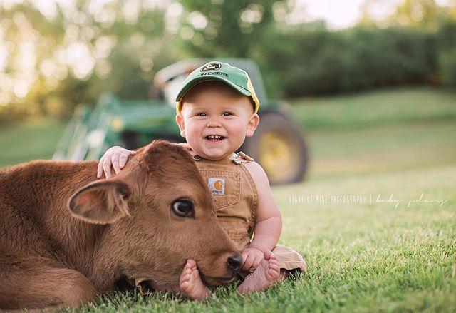 🐮💚 . . . . . . . #NNY #FFA #babypictures #oneyearold #firstbirthday #johndeere #tractor #jerseycalf #jerseycow #calf #moo #nyphotographer #cnyphotographer #boy #boyswillbeboys #futurefarmer