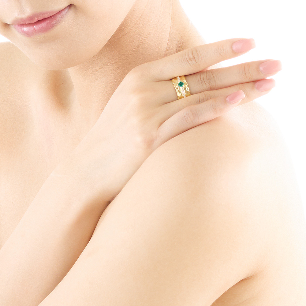 Jewelry_product_model_shot_3785+_HR.jpg
