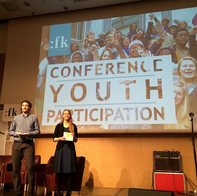 KONFERANSE for Fredskorpset: Vi hjelpte til med å sy saman eit knakandes godt program for Fredskorpsets Ungt lederskaps-konferanse. I tillegg lagde vi filmar som vart vist, og var konferansierer på sjølve dagen.