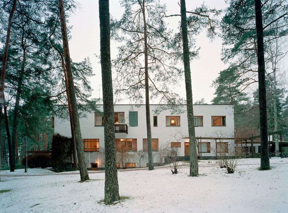 """The villa Mairea is a country house, built by Finnish architect Alvar Aalto in Noormarkku, Finland between 1937 and 1940 for the couple Harry and Maire Gullichsen, who asked him to consider as an """"experimental house""""."""