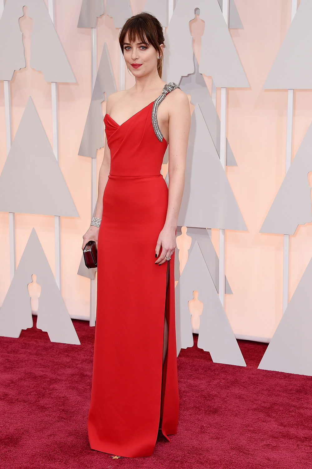 dakota-johnson-red-carpet-2015-oscars.jpg