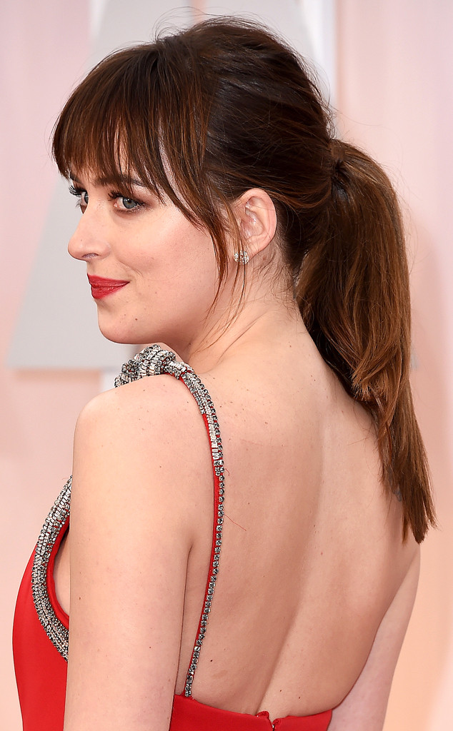 rs_634x1024-150222195838-634.Dakota-Johnson-Academy-Awards-Brauty.ms.022215.jpg