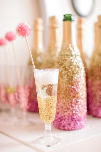 Gold-Glitter-Champagne-Glasses.png