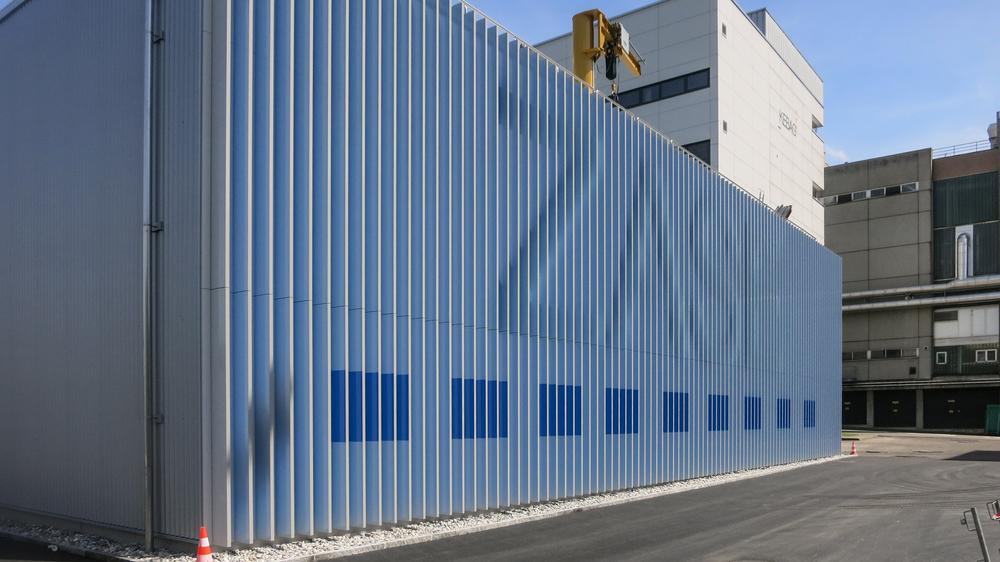 ZASE-Fassade-Blaue-Punkte.jpg