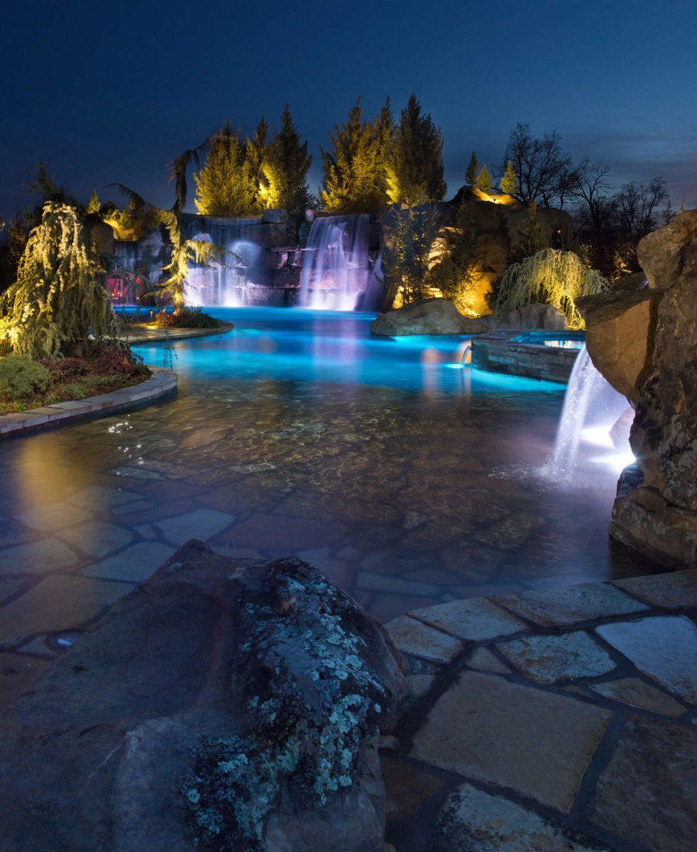 California Big Houses With Pools: Mustang Estate