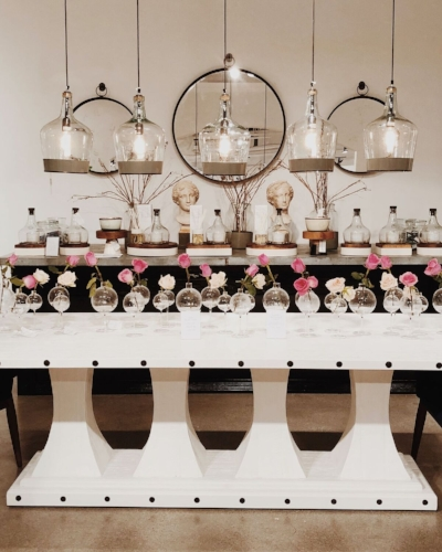 susie-novak-interiors-flowers-hanging-mirrors-modern-glamour.jpg